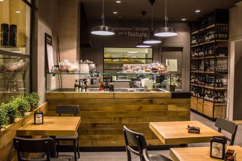 Biopolis Caffe' & Store