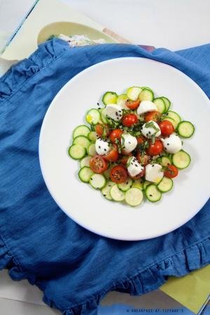 Insalata di zucchine, pomodorini e mozzarelline