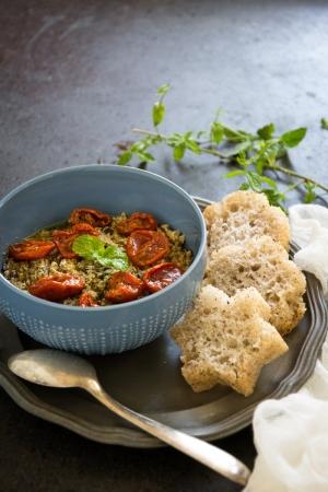 Crostini alla crema di babaganoush e pomodorini