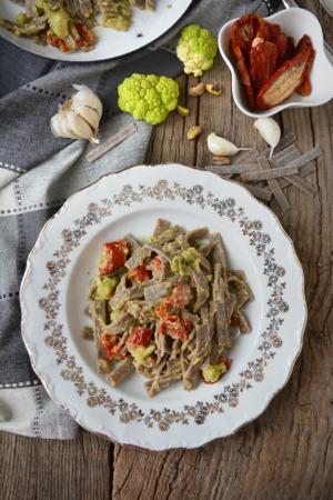 Pizzoccheri con broccoli e pomodori secchi