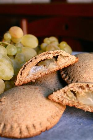 Caserecci integrali con uva e anice