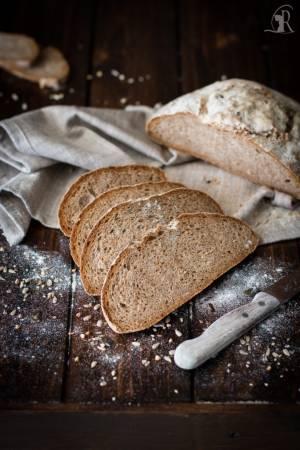 Pane con farina integrale molita a pietra, semi di zucca e girasole