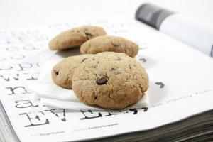 Biscotti con farina di farro e gocce di cioccolato