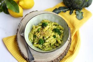 Pasta con pesto di broccoli pistacchi e limone