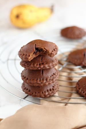 Biscotti al cacao ripieni di pere senza latticini