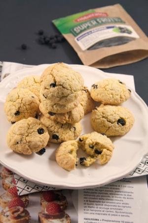 Biscotti con farina di avena e bacche di aronia