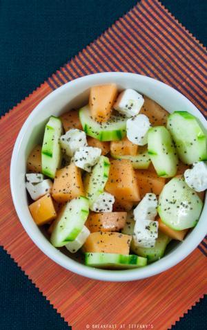 Insalata con feta, melone e cetriolo