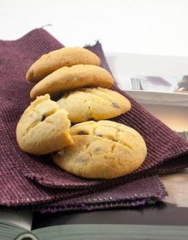 Biscotti con farina di mais e gocce di cioccolato