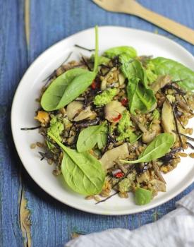 Insalata tiepida di avena funghi e spinacini