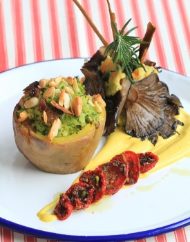 Kebab di funghi con patate farcite di broccoli