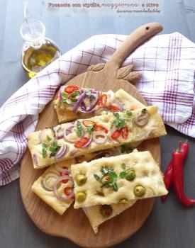 Focaccia con cipolle, olive e maggiorana #zerospreco