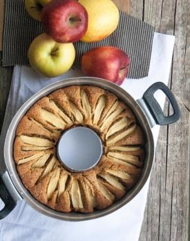 Ciambella integrale con mele e cannella