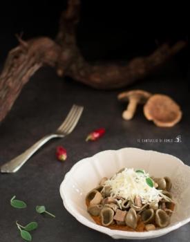Orecchiette di grano arso con funghi cardoncelli, purea di zucca alle erbe e caciocavallo