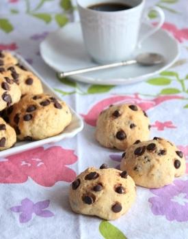 Biscotti vegani alle gocce di cioccolato